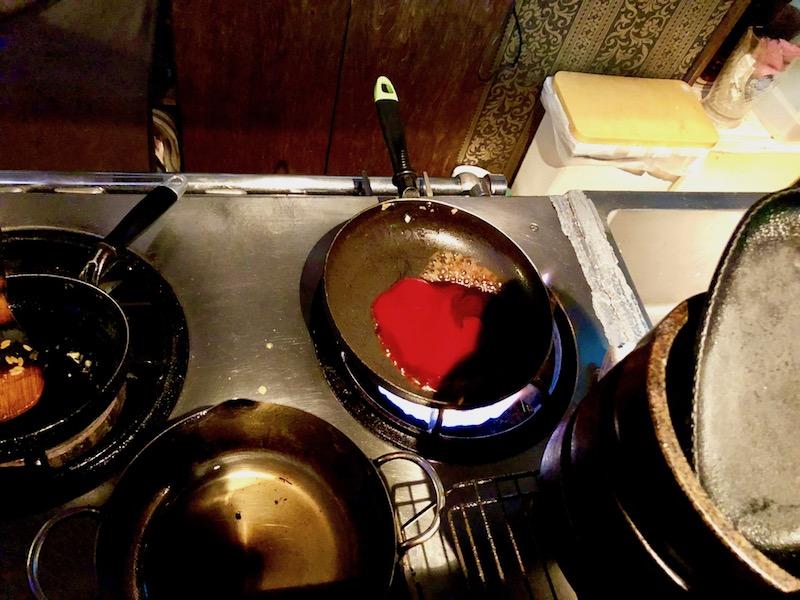 オムライスのソース調理中
