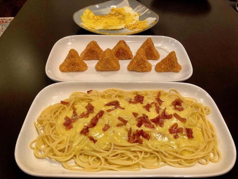 カルボナーラとケチャップおにぎりと薄焼き卵