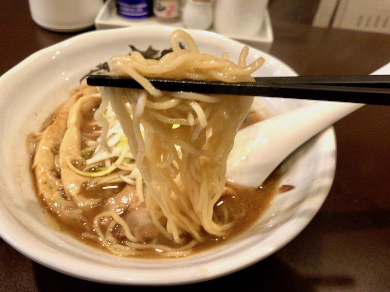 中細縮れ麺