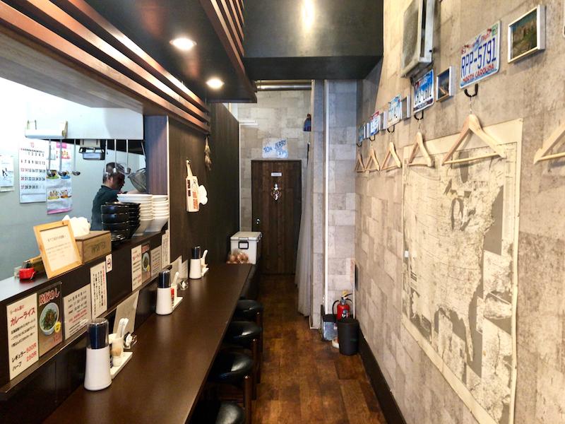 麺屋 あさ蔵 カウンター側 店内