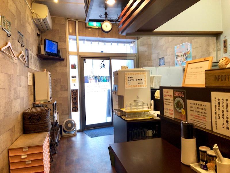 麺屋 あさ蔵 4人掛けテーブル側 店内
