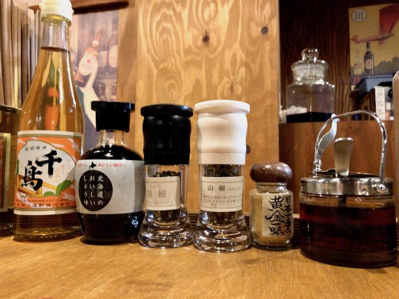 千歳酢や自家製ラー油などの調味料