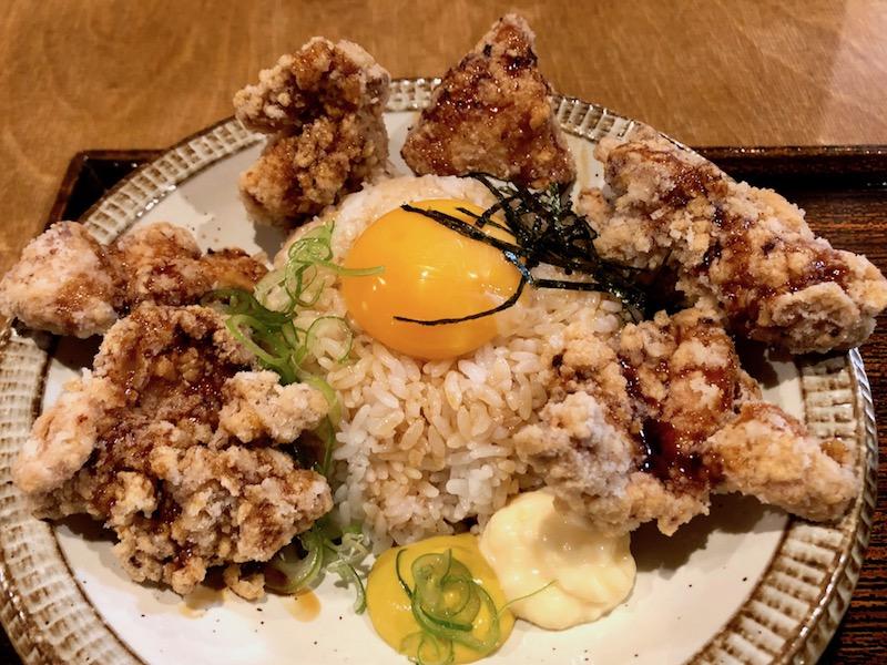 食べる直前のTKGザンギ卵かけご飯