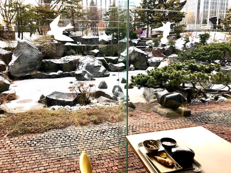 食堂内から見る札幌市役所庭園