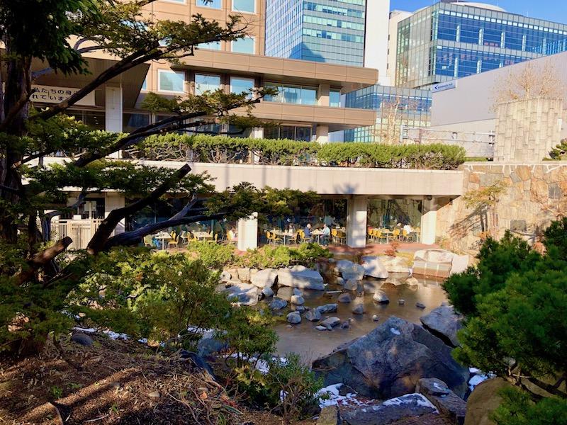札幌市役所庭園から見える食堂