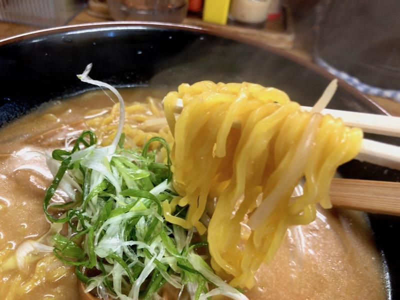 小林製麺の黄色い麺