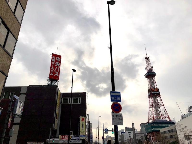 テレビ塔と札幌バス中央ターミナル