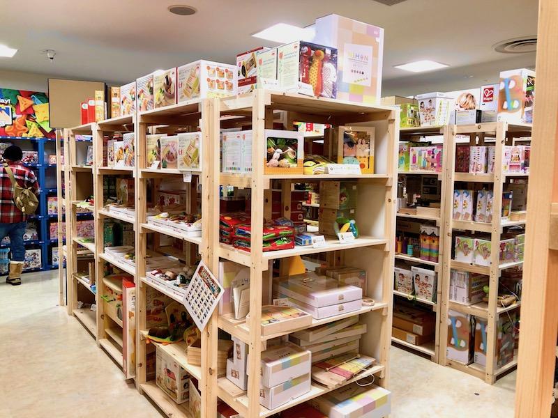 木製のおもちゃコーナー