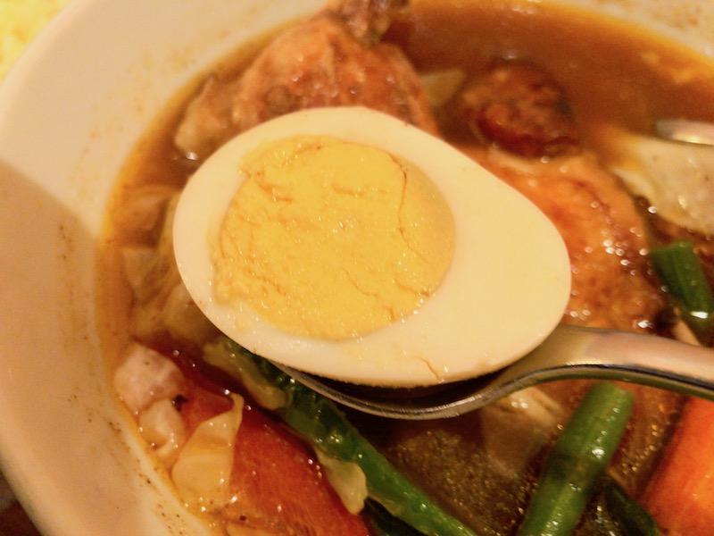 メディスンマンのチキンカレー 卵