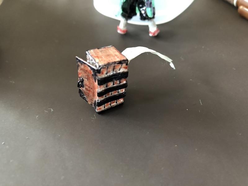 箱の木の部分と背負う紐に着色