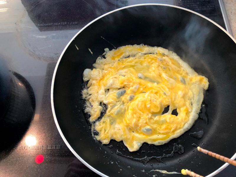 フライパンで半熟卵を作る